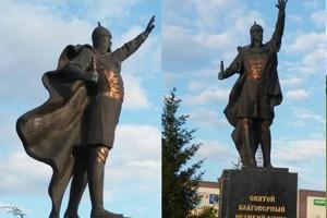 Хулиганы украли меч у Александра Невского в Харькове