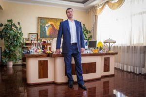 Олег Романович Бахматюк: раскрыты подробности афер яичного афериста с VAB банк и UkrLandFarming